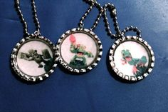 Skylanders party favors. Easy to make with bottle caps, chains and resin. This is a bigger picture.
