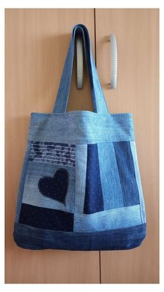 Sewing Jeans Bag Denim Crafts Ideas Source by Denim Handbags, Denim Tote Bags, Denim Purse, Denim Skirt, Patchwork Bags, Quilted Bag, Bag Quilt, Denim Bag Patterns, Sewing Jeans