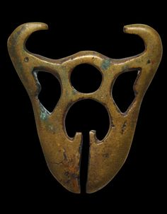 Bontoc Brass Pinangpanga Linglingo Pendant - Michael Backman Ltd Filipino Art, Philippine Art, Islamic World, Indigenous Art, Wabi Sabi, Antique Items, Southeast Asia, Thrifting, Book Art