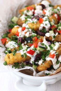 The secret to this easy recipe is using basic frozen fries and amping up their flavor with pantry seasonings. Top with crisp veggies, feta, and a tangy lemon yogurt sauce for an irresistible vegetarian treat! Vegetarian Potato Recipes, Vegetarian Appetizers, Vegetarian Dinners, Easy Snacks, Healthy Snacks, Easy Meals, Cooking Ideas, Cooking Recipes, Toaster Oven Recipes