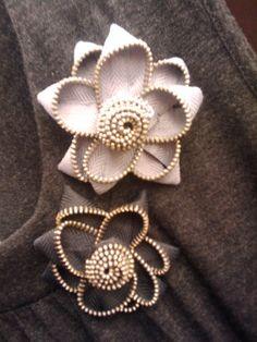 Photo (24) flores hechas de zipper by Denise Scraps