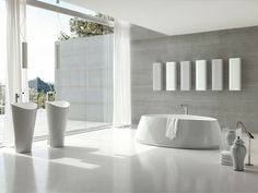 bañera blanca en el baño moderno