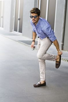Style mdv style mdv style, mariano di vaio, brooklyn beckham, men formal, w Mode Masculine, Stylish Men, Men Casual, Casual Attire, Casual Outfits, Casual Chic, Casual Wear, White Pants Men, Khaki Pants