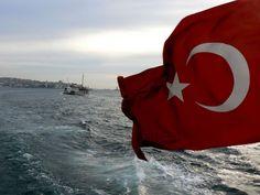 Boğazda Türk Bayrağı