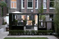 'Cube Play' by Earth Designs A modern contemporary minimalist garden in Maida Vale, Queens Park London Outdoor Rooms, Outdoor Gardens, Outdoor Living, Indoor Outdoor, Modern Garden Design, Landscape Design, Modern Patio, Modern Design, Pittosporum Tobira Nana