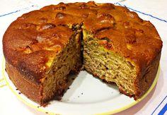 La torta integrale di pere si realizza distribuendo su una tortiera burro e farina mentre a parte tagliaremo le pere che porremo in ciotola con succo...