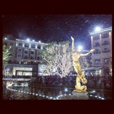 Snow at the Americana in Glendale