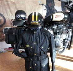 Helmets are rare. Barbour International Jacket, Barbour Mens, Motorcycle Jackets, Wax Jackets, Nice Clothes, Field Jacket, Helmets, Motorcycles, Cool Outfits
