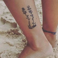 Ornamental style swing tattoo on the left ankle. Tattoo artist: Luiza Oliveira