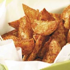 Yukon Gold Wedges Sick of store bought french fries? Try these seasoned yukon gold wedges as a side dish to a favorite meal.Sick of store bought french fries? Try these seasoned yukon gold wedges as a side dish to a favorite meal. Gold Party, Gold Potato Recipes, Cream Cheese Wontons, Potato Appetizers, Wedges Recipe, Snack Recipes, Cooking Recipes, Snacks, Gastronomia