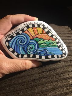 Stone Art Painting, Rock Painting Designs, Pebble Painting, Pebble Art, Painted Pebbles, Painted Stones, Rock Crafts, Crafts To Make, The Family Stone