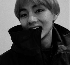 BTS Reactions — ~Taehyung's boyfriend looks ♡ Foto Bts, Bts Photo, Kim Taehyung, Namjoon, Bts Reactions, Kpop, Album Bts, Baby Daddy, Bts Pictures