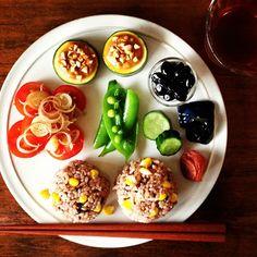 グラフィックデザイナーの山崎佳(けい)さん。彼女がインスタグラムにアップする朝ご飯の写真は、世界中で38万人にフォローするくらい大人気なんです。ほっこりしちゃう朝ご飯、集めました♪