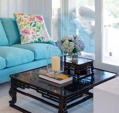 Feels like #spring is here. #interiors #seyiedesign #fashionableliving #luxury #orangecounty #beverlyhills #fineliving #fashionmeetsfashion #schumacher #floral #design-conscious #interiorbranding #livingroom