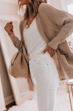 Cozy Ways to Wear White Jeans in Winter (Cella Jane) - - Mode Outfits, Jean Outfits, Casual Outfits, Fashion Outfits, Womens Fashion, Casual White Jeans Outfit Summer, White Jeans Summer, How To Wear White Jeans, Jeans Outfit Winter