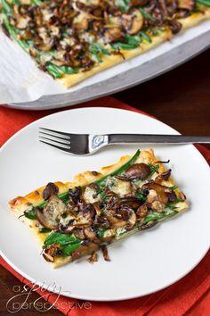 Green Bean Mushroom Tart - A Savory Tart Version of Green Bean Casserole from A Spicy Perspective Mushroom Recipes, Veggie Recipes, Appetizer Recipes, Vegetarian Recipes, Healthy Recipes, Vegetarian Pizza, Vegan Appetizers, Vegetarian Thanksgiving, Thanksgiving Recipes