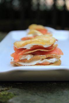 millefoglie di patate, salmone affumicato e robiola