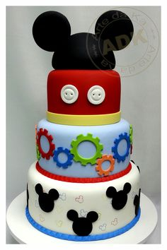 Mickey Mouse cake, how freakin cute Mickey Mouse Clubhouse Cake, Mickey And Minnie Cake, Bolo Mickey, Mickey Cakes, Minnie Mouse, Pretty Cakes, Cute Cakes, Awesome Cakes, Rodjendanske Torte