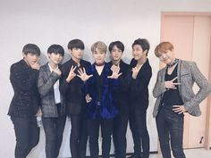 BTS Bighit [161116] Trans @bts_bighit : [Today's Bangtan] #BTS Received an award at the AAA(a.k.a ARMY ARMY ARMY)! Bangtan and ARMY, Congratulations!