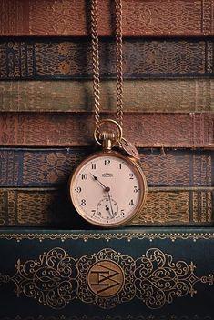 Clock Wallpaper, Watch Wallpaper, Brown Aesthetic, Aesthetic Vintage, Antique Books, Vintage Books, Fond Design, Gold Pocket Watch, Vintage Pocket Watch