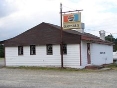 Grady's BBQ in Dudley, NC (near Goldsboro) is all about the 'cue  gradys_bbq_web