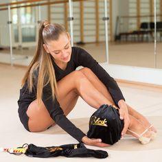 Flexibility Dance, Gymnastics Flexibility, Rhythmic Gymnastics Training, Rhythmic Gymnastics Leotards, Olympic Swimmers, Gymnastics Photography, Women Volleyball, Artistic Gymnastics, Female Gymnast