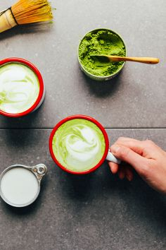 The best vegan matcha latte with matcha powder recommendations, my favorite dairy-free milk blend, and natural sweeteners! An antioxidant-rich beverage! Frappuccino, Stevia, Chai, Matcha Latte Recipe, Best Matcha, Just Juice, Smoothie Drinks, Smoothies, Baker Recipes