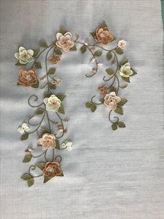 İğne oyalarım Embroidery Patterns, Machine Embroidery, Satin Flowers, Butterfly Art, Needlework, Modern Design, Brooch, Quilts, Stitch