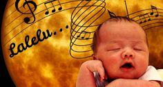 Ich persönlich hab mich ja eigentlich immer für musikalisch untalentiert gehalten. Aber durch meine Kinder bin ich zum Singen gekommen. Und dadurch habe ich auch die Schlaflieder entdeckt – wirklich ERSTAUNLICH, wie die wirken! Warum und wieso plus meine persönliche Schlaflied-Empfehlung seht ihr hier: Seit Jahrhunderten werden Babys und kleine Kinder in den Schlaf gesungen …