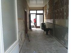 Gang - tijdens het strippen - zicht op voordeur