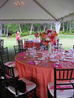 Coral Table Cloth, Pink Napkins, Center Piece Perfection!