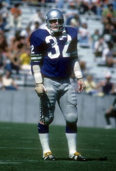 Mike Curtis of the Seattle Seahawks stands looking on waiting on the Tampa Bay Buccaneers offense to come to the line of scrimmage during an NFL...