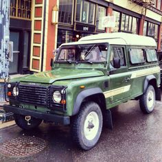 Vintage Land Rover. I want this so bad!