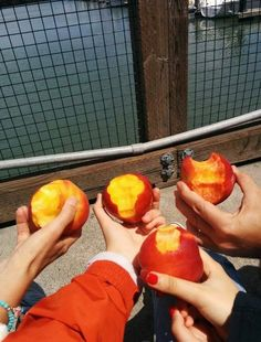 you're a peach Just Peachy, Looks Yummy, What You Eat, Love Food, Kiwi, Healthy Living, Picnic, Food And Drink, Vegan
