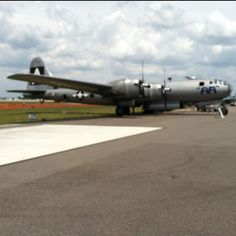 FiFi, the ONLY flying B29 bomber left! Amazing airplane.