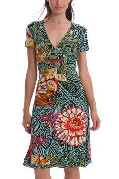 Vestido de mujer Desigual modelo Blou. Corte por la rodilla y un escotazo en V de infarto. Slim fit.