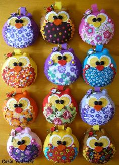 We could use this idea to make owls out of a round Christmas ornament