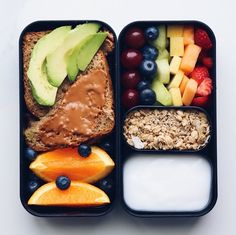 3 Breakfast Recipes in a Bento Box - Liv B. - 3 Breakfast Recipes in a Bento Box – Liv B Lunch Snacks, Healthy Snacks, Healthy Recipes, Bento Recipes, Vegan Lunches, Vegan Snack Box, Bag Lunches, Vegan Lunch Recipes, Work Lunches