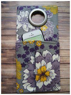 Soporte para teléfono celular Wall Socket por CraftyFrogDesigns