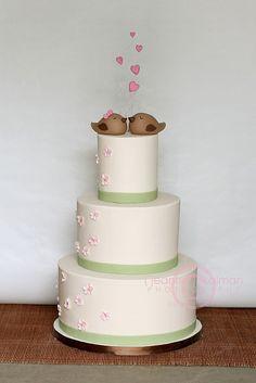 Wedding cake matching the invitation