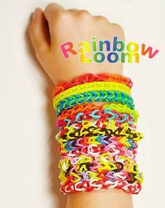 RAINBOW LOOM - Regalos Sello Propio Pon a volar la creatividad de los niños con el Nuevo Rainbow Loom. Con este juego tus hijos podrán crear únicas y divertidas pulseras, anillos y mucho más.