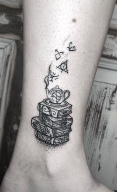 Awe-inspiring Book Tattoos for Literature Lovers - creative book tattoo ideas © tattoo artist yeranila ❤📚❤📚❤📚❤ - Tattoo Buch, Et Tattoo, Tattoo Henna, Tattoo Trend, Book Tattoo, Tattoo Fonts, Forearm Tattoos, Body Art Tattoos, Small Tattoos