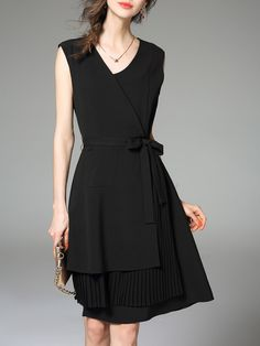 Black V Neck Pleated Sleeveless A-line Midi Dress - StyleWe.com