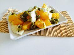 Una sfiziosa insalata di finocchi, arance e olive verdi, facile e veloce da preparare. L'ideale sarebbe prepararla la mattina, conservarla in frigo e mangiarla per l'ora di pranzo. - See more at: http://blog.giallozafferano.it/salvialinea/insalata-sfiziosa-finocchi-arance/#sthash.qvq8PAYy.dpuf