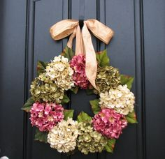 Brighten your spring home with a pretty hydrangea wreath! See the tutorial and watch the video for tips. #wreath #spring #flowers