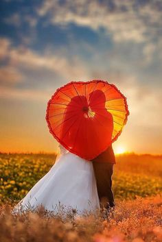 18 Must-Take Romantic Photos On Your Wedding Day ❤ See more: http://www.weddingforward.com/romantic-photos-wedding-day/ #weddings #photo
