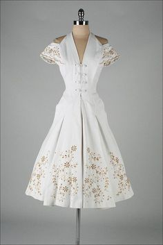 vintage dress- stunning....I would wear this!