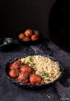 Kuličky z červené čočky v omáčce   inspiredkitchen.cz Real Food Recipes, Grains, Rice, Bulgur, Seeds, Laughter, Jim Rice, Korn, Healthy Food Recipes