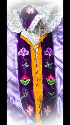 Beautiful Moss Bag done by Cree woman Lacy Albert Native Beadwork, Native American Beadwork, Loom Patterns, Beading Patterns, Beading Ideas, Wood Projects For Kids, Projects To Try, Native American Baby, Native Design
