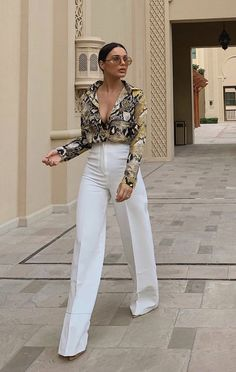 Be ready to see stylish snake print outfits at streets because it became a very trend print this season. Even it is cold or hot, there are many. Classy Outfits, Chic Outfits, Trendy Outfits, Fashion Outfits, Womens Fashion, Fashion Trends, Outfit Chic, Looks Chic, Looks Style